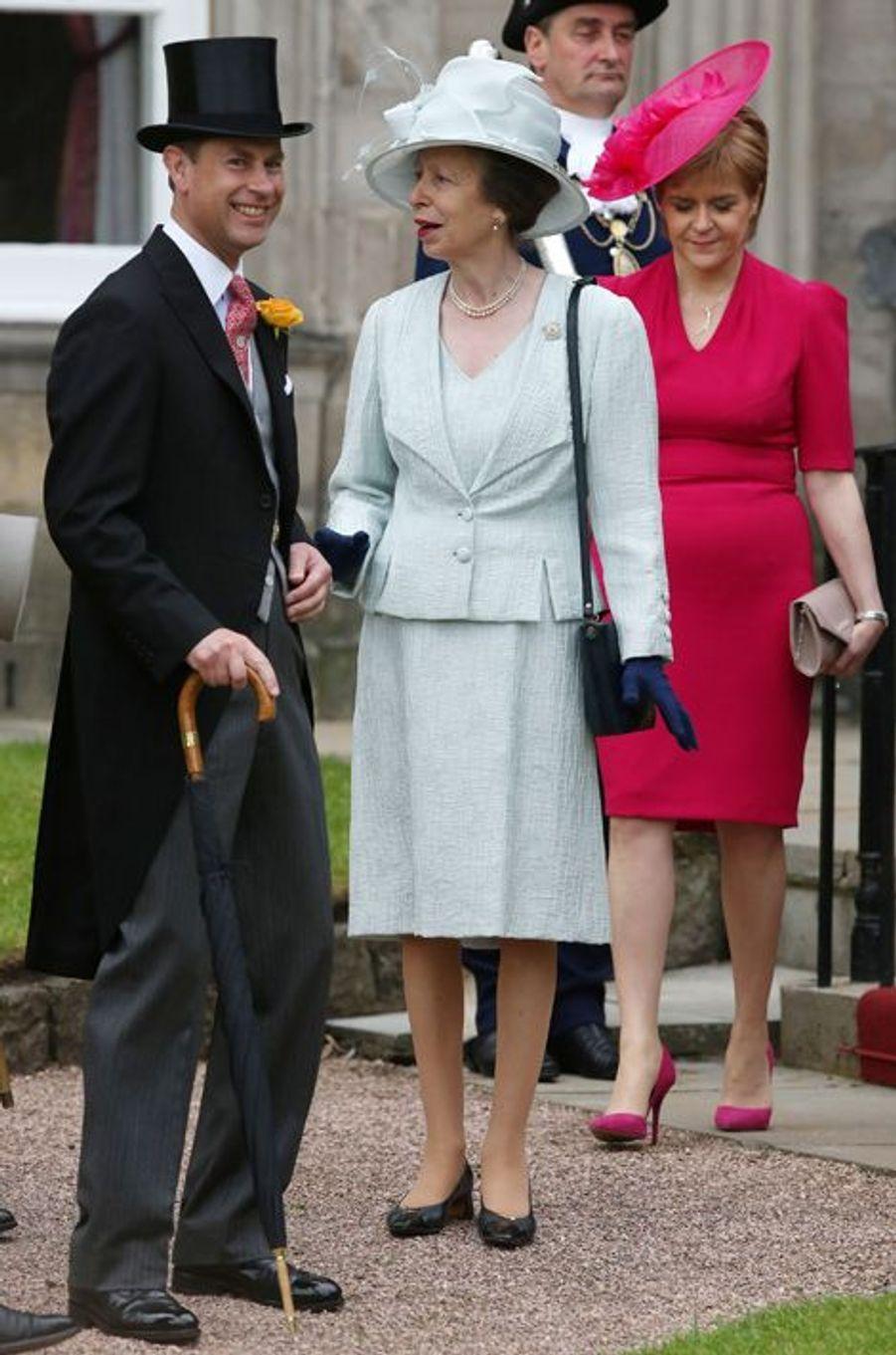 La princesse Anne et le prince Edward au palais de Holyrood à Edimbourg, le 1er juillet 2015