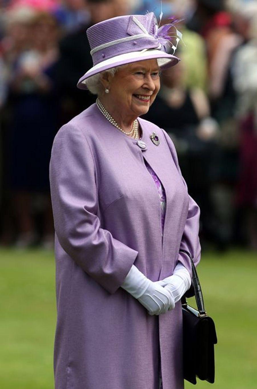 La reine Elizabeth II au palais de Holyrood à Edimbourg, le 1er juillet 2015