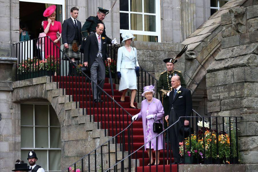 La reine Elizabeth II, avec la princesse Anne et les princes Philip et Edward, à Edimbourg, le 1er juillet 2015
