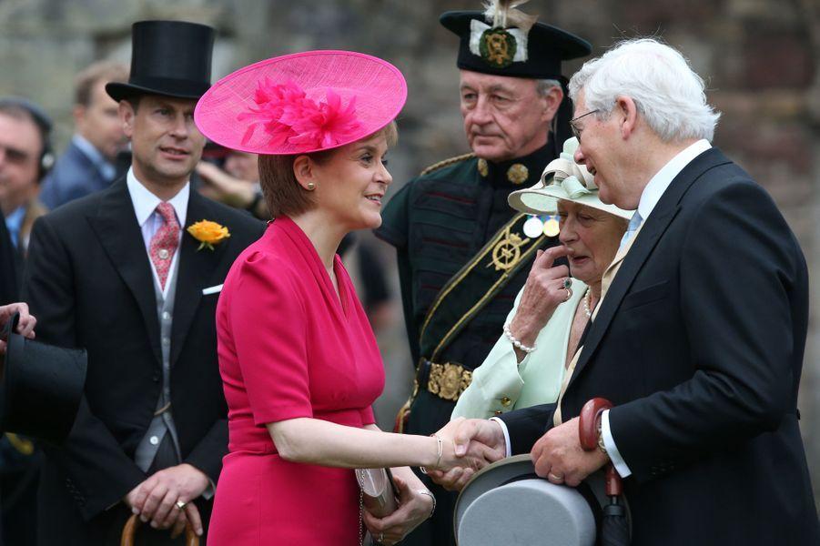 Le prince Edward et la Première ministre d'Ecosse au palais de Holyrood à Edimbourg, le 1er juillet 2015