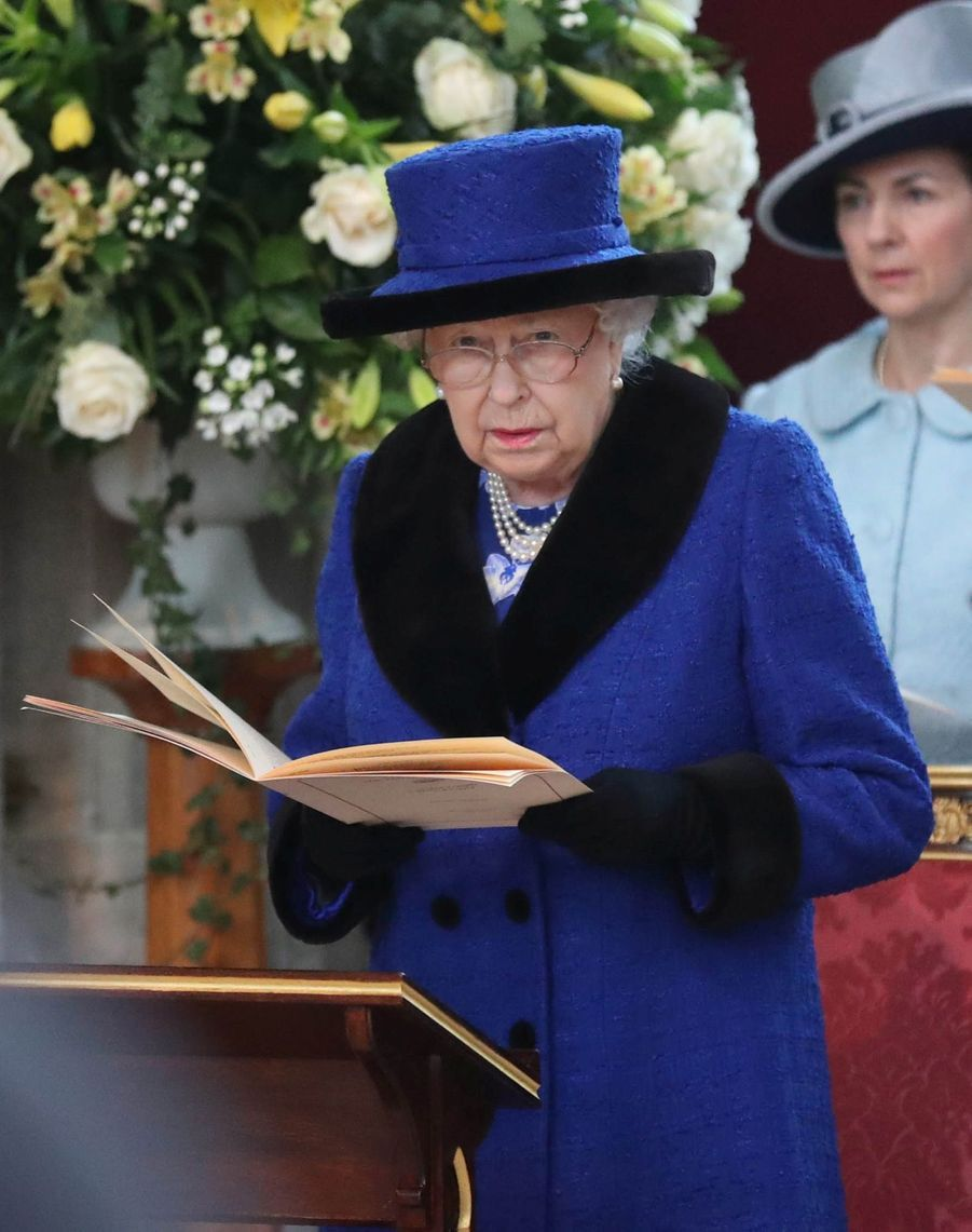 La Reine D'Angleterre Au Maundy Service À Windsor 1