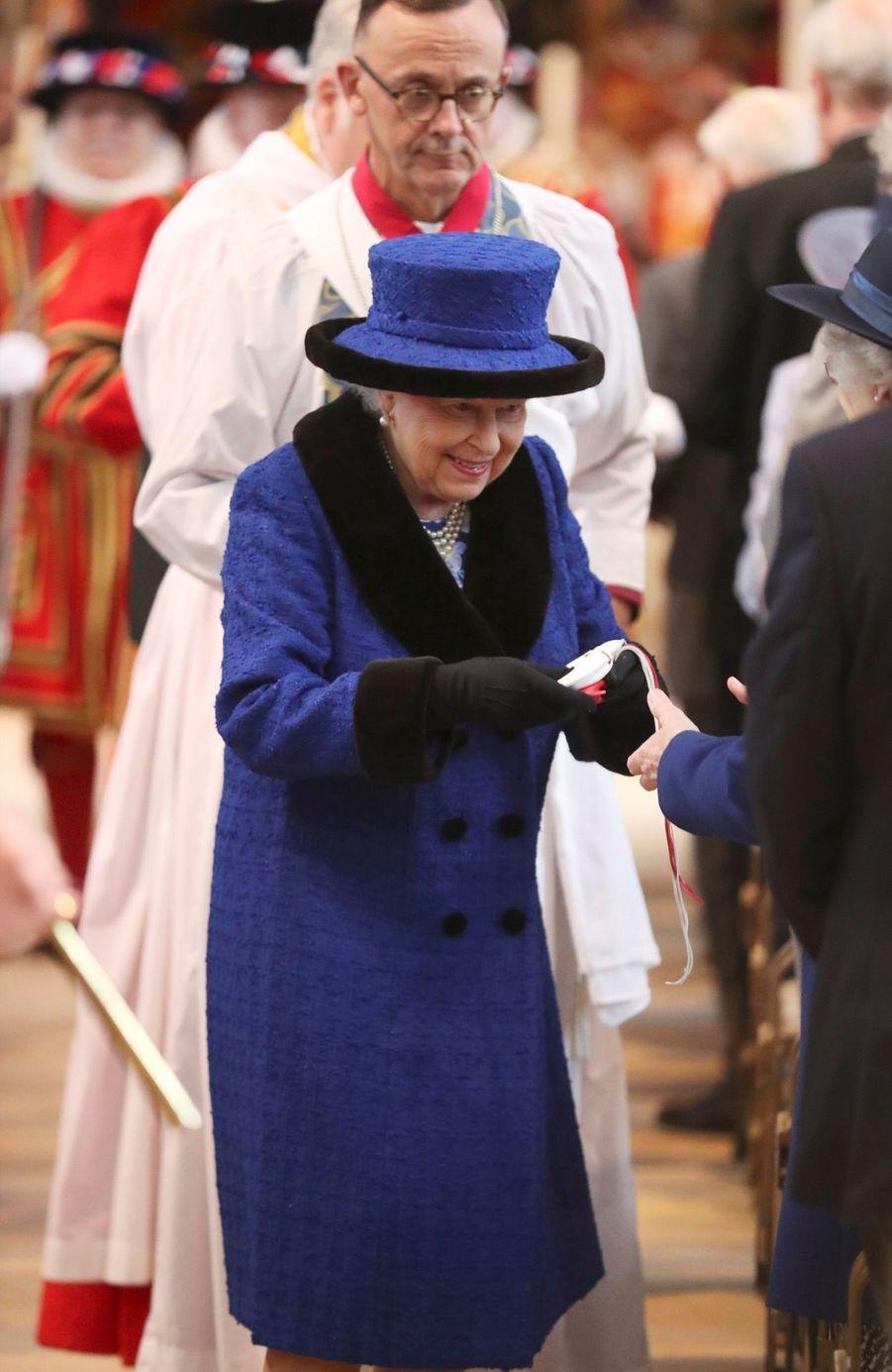 La Reine D'Angleterre Au Maundy Service À Windsor 3
