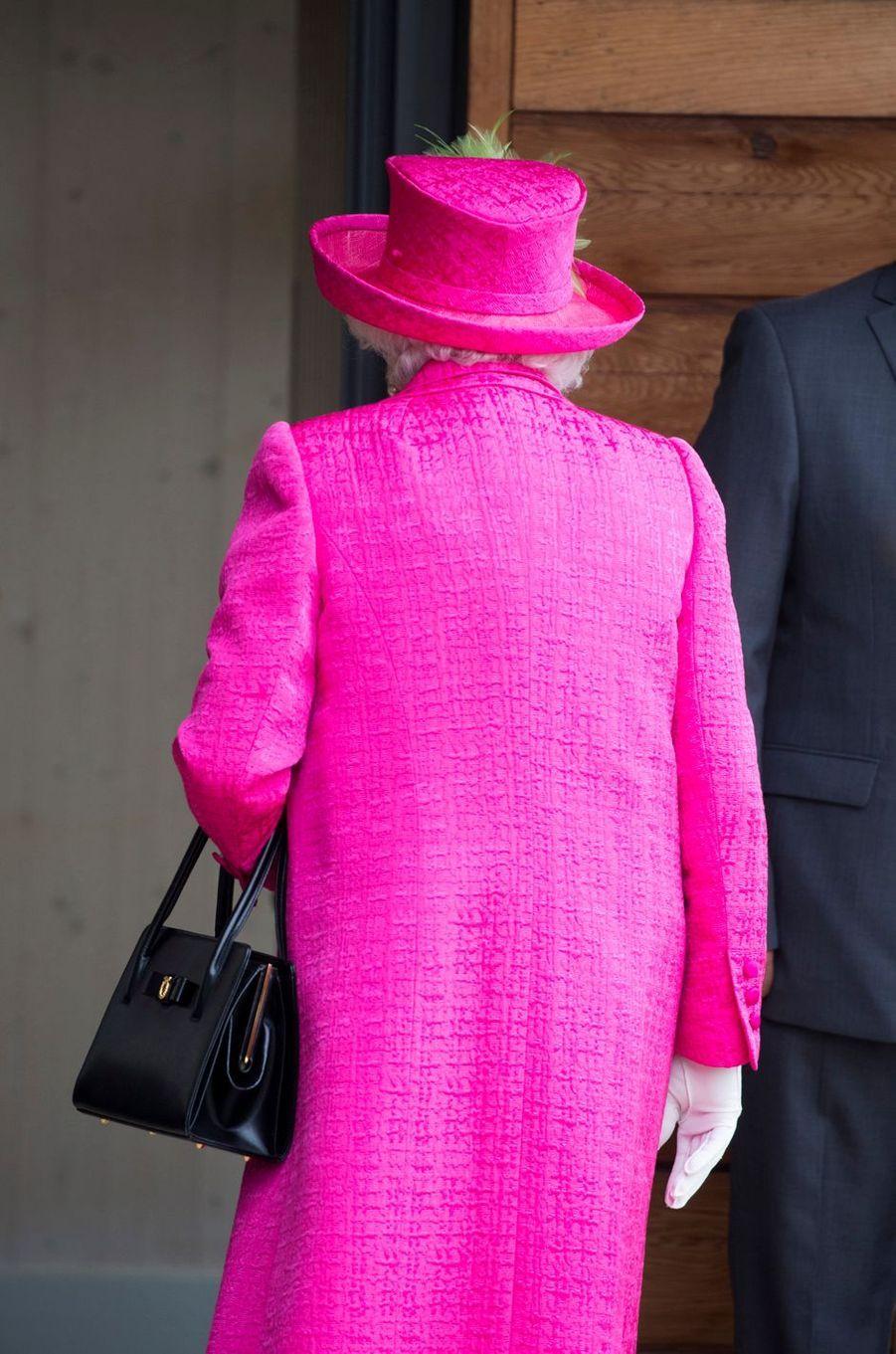 La reine Elizabeth II, de dos, à Cambridge, le 9 juillet 2019