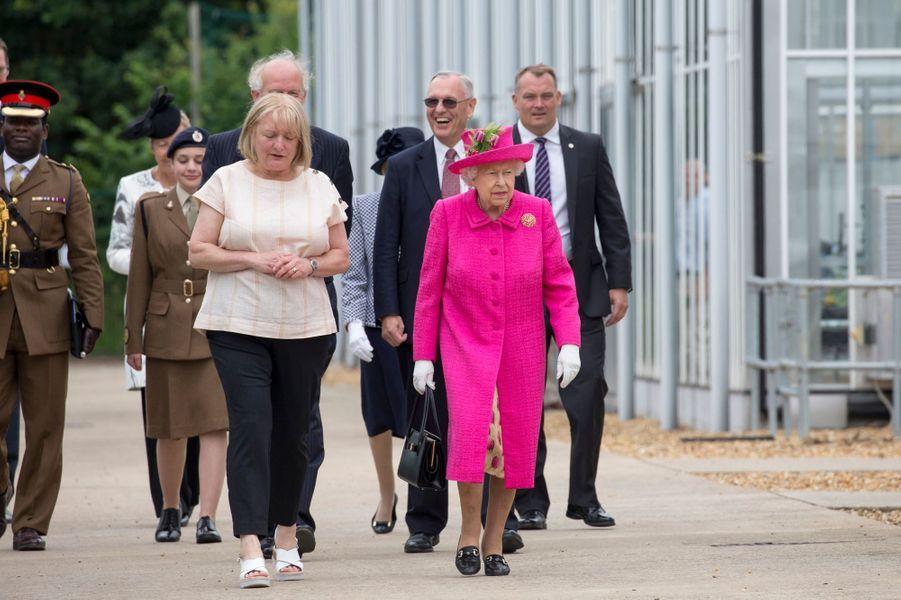 La reine Elizabeth II àl'Institut national de botanique agricole à Cambridge, le 9 juillet 2019