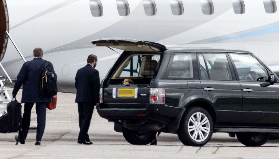 La reine Elizabeth II et le prince Philip à leur arrivée à l'aéroport d'Aberdeen, le 16 septembre 2020