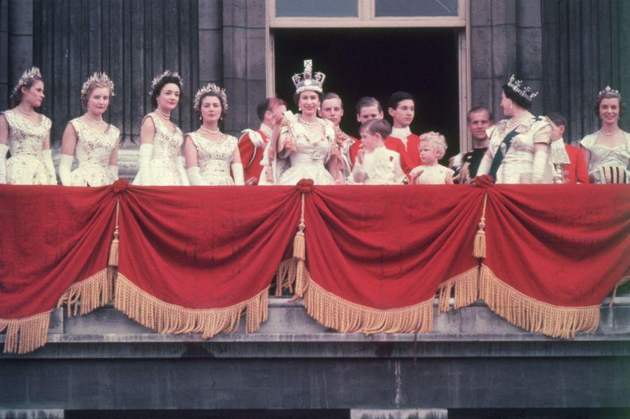 La reine Elizabeth II coiffée de la Couronne impériale, le jour de son couronnement, 2 juin 1953