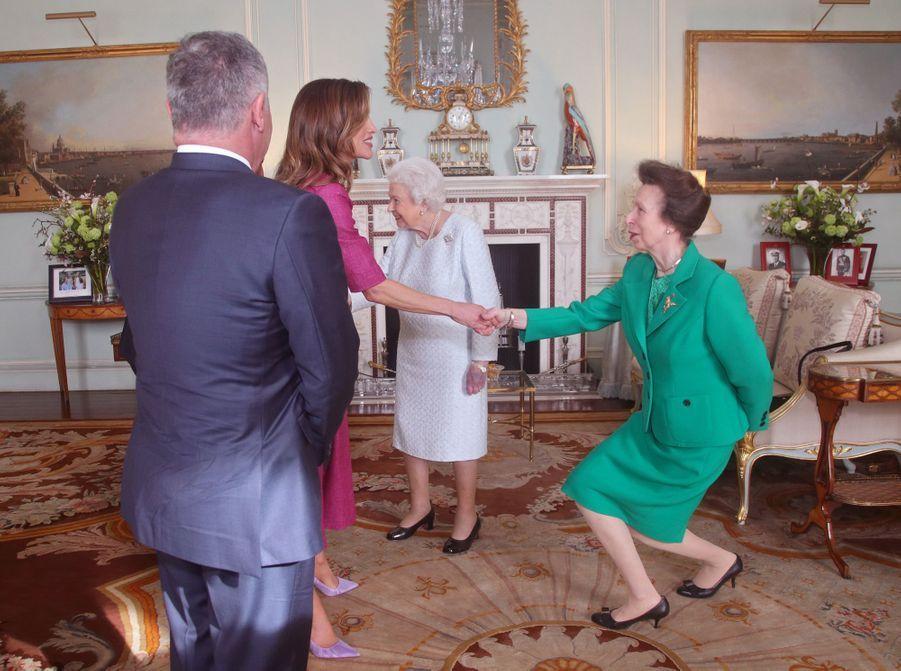 La reine Elizabeth II et la princesse Anne avec la reine Rania et le roi Abdallah II de Jordanie à Londres, le 28 février 2019