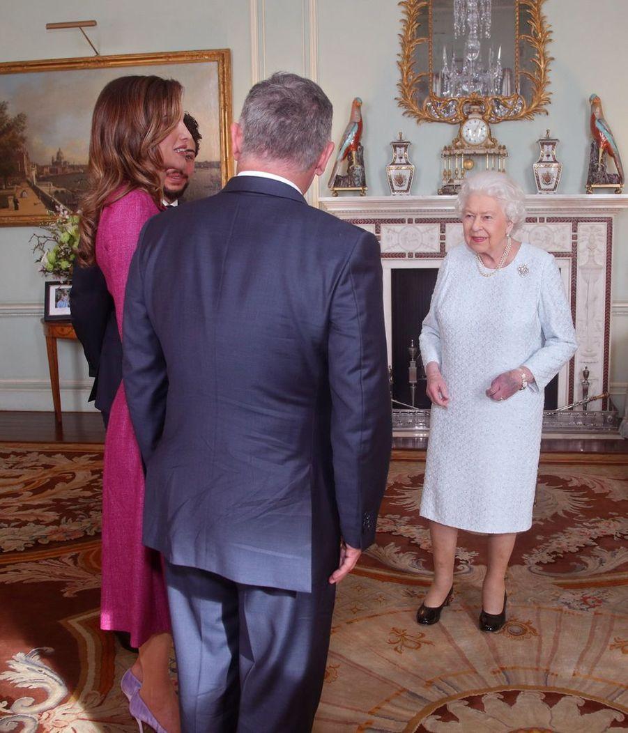 La reine Elizabeth II avec la reine Rania, le prince Hussein et le roi Abdallah II de Jordanie à Londres, le 28 février 2019