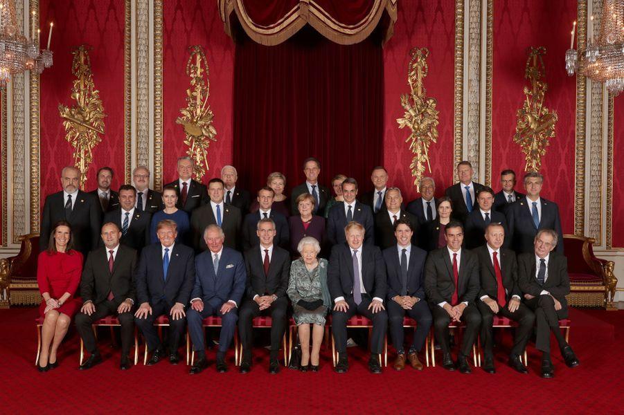 La reine Elizabeth II avec le prince Charles, Boris Johnson et 29 dirigeants étrangers des pays de l'OTAN à Londres, le 3 décembre 2019