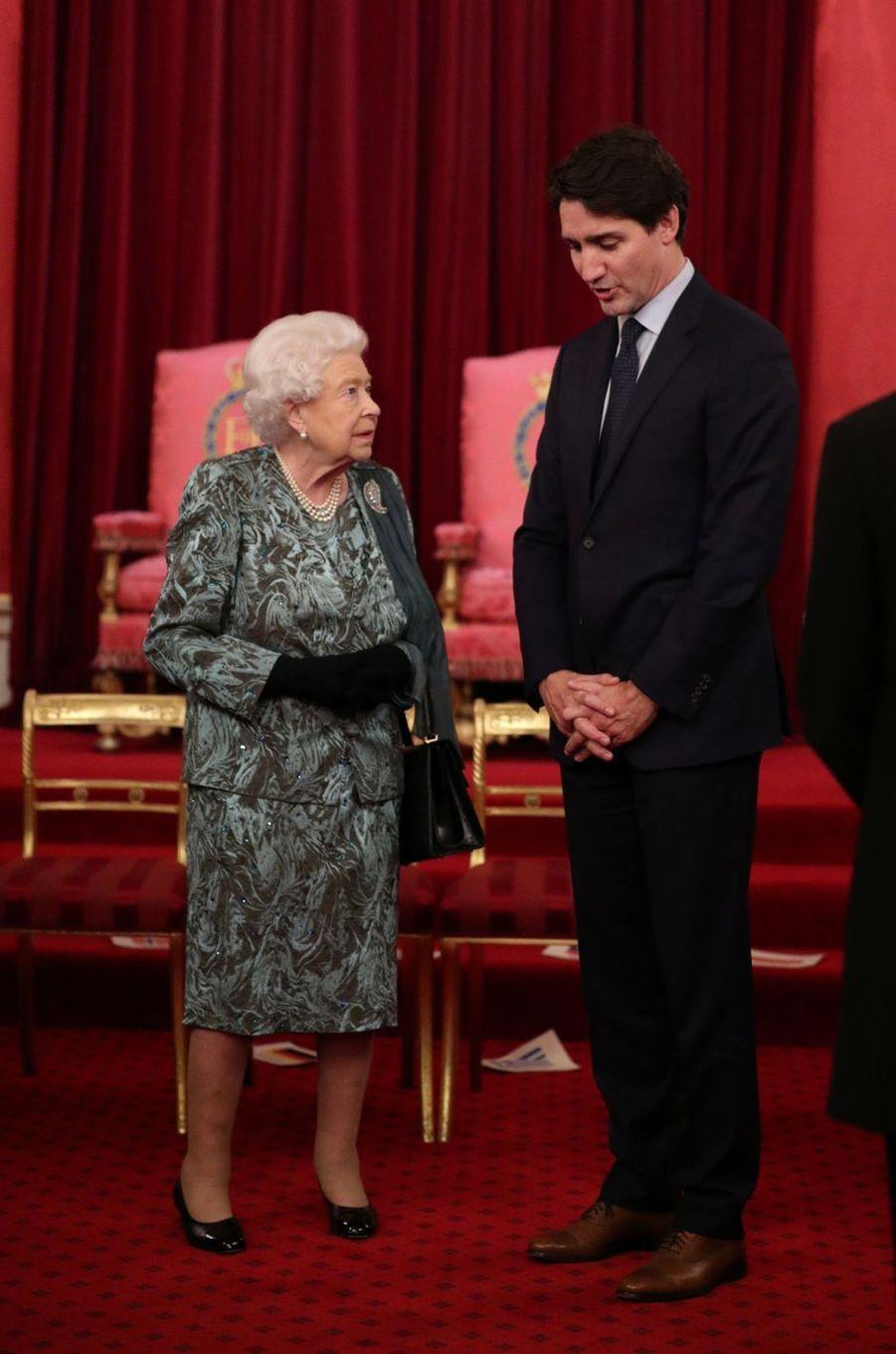 La reine Elizabeth II avec le Premier ministre canadien Justin Trudeau à Londres, le 3 décembre 2019