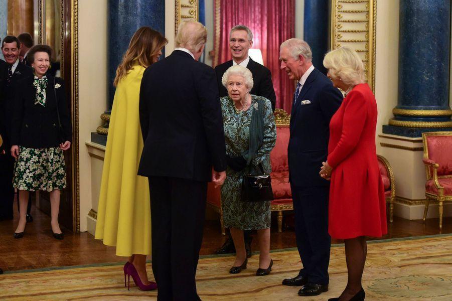 La reine Elizabeth II avec le prince Charles et son épouse Camilla, Donald et Melania Trump et la prince Anne à Londres, le 3 décembre 2019
