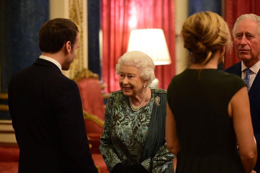 La reine Elizabeth II avec le président français Emmanuel Macron à Londres, le 3 décembre 2019