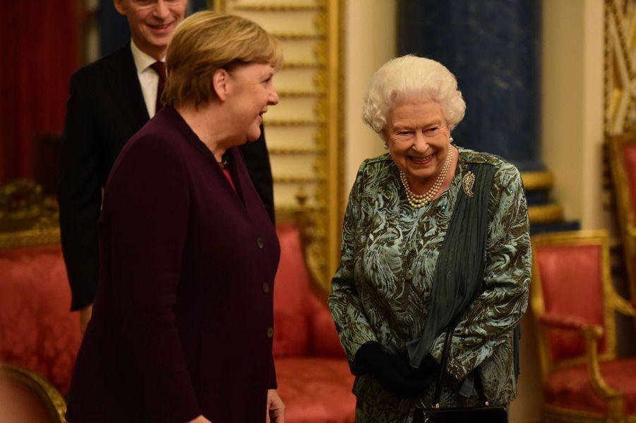 La reine Elizabeth II avec la chancelière allemande Angela Merkel à Londres, le 3 décembre 2019