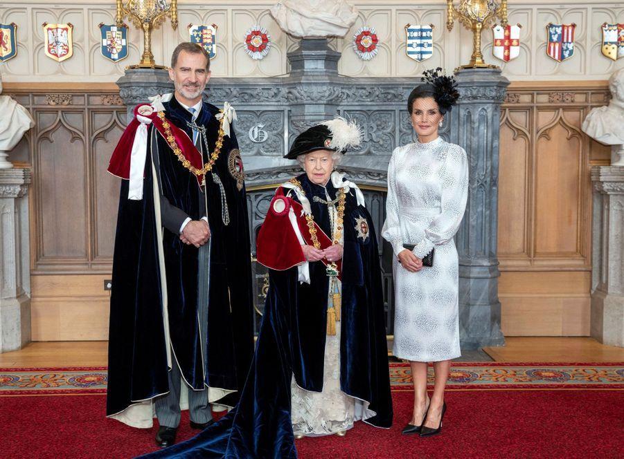 La reine Elizabeth II avec la reine Letizia et le roi Felipe VI d'Espagne à Windsor, le 17 juin 2019