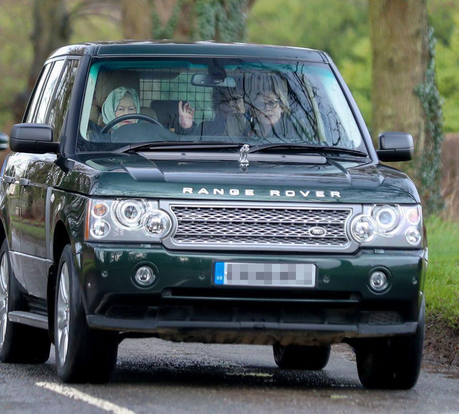 La reine Elizabeth II au volant à Sandringham, le 25 janvier 2019