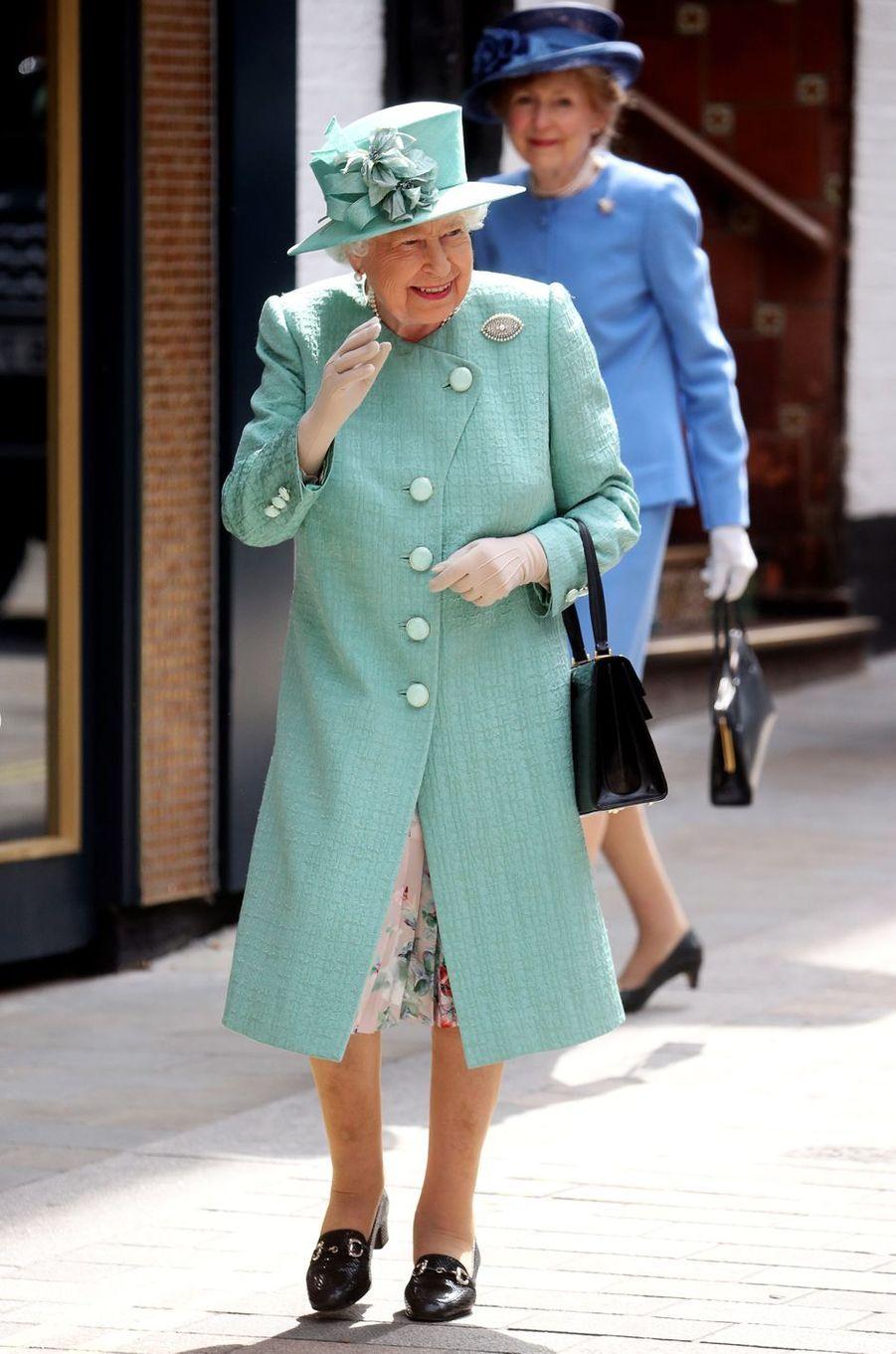 La reine Elizabeth II en vert menthe à Londres, le 22 mai 2019