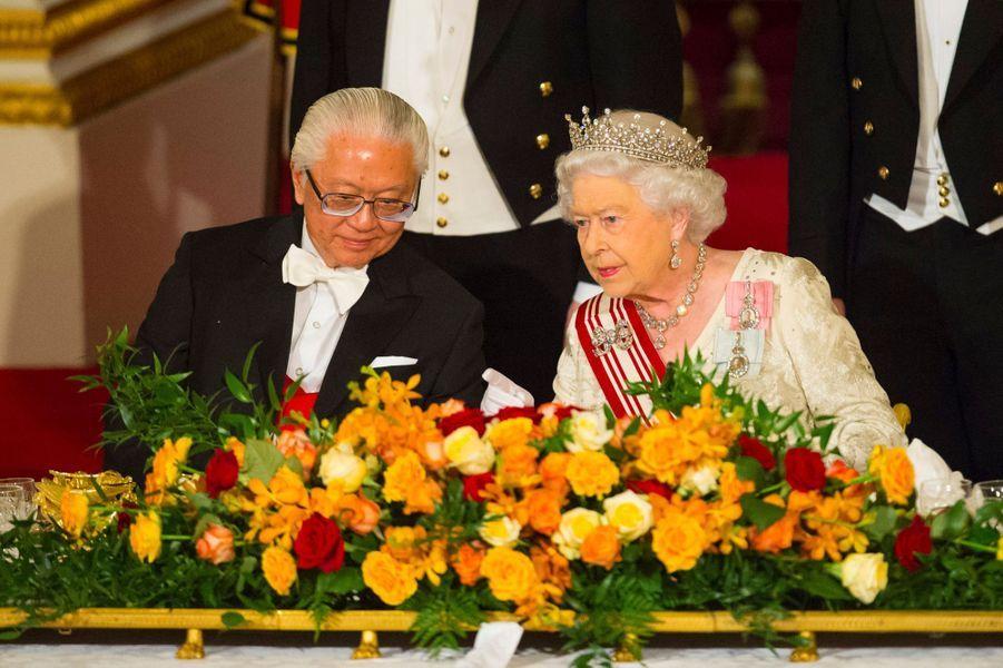 La reine Elizabeth II et le président de la République de Singapour Tony Tan Keng Yam à Londres le 21 octobre 2014