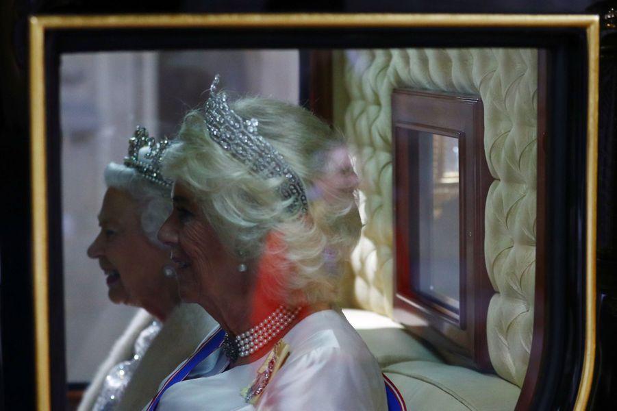 La reine Elizabeth II et la duchesse de Cornouailles Camilla à Londres, le 14 octobre 2019