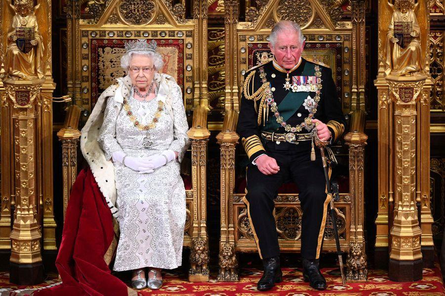 La reine Elizabeth II et le prince Charles au Parlement à Londres, le 14 octobre 2019