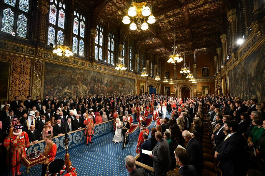 La reine Elizabeth II, le prince Charles et sa femme Camilla au Parlement à Londres, le 14 octobre 2019