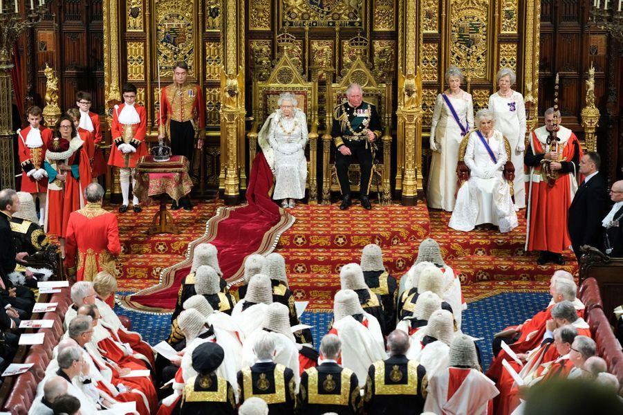 La reine Elizabeth II, le prince Charles et sa femme la duchesse de Cornouailles Camilla au Parlement à Londres, le 14 octobre 2019