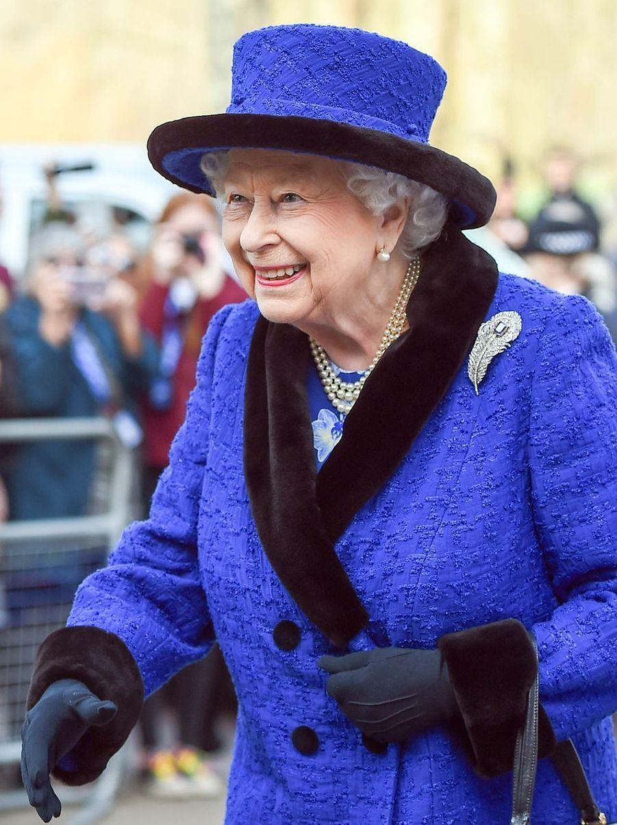 La reine Elizabeth II tout sourire à Londres, le 22 février 2019