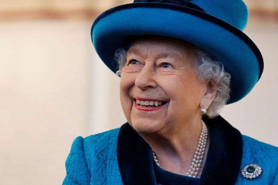 La reine Elizabeth II à la Royal Philatelic Society, le 26 novembre 2019 à Londres