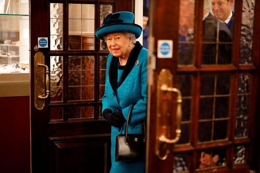 La reine Elizabeth II à la Royal Philatelic Society à Londres, le 26 novembre 2019