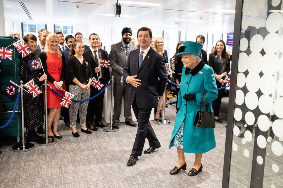 La reine Elizabeth II inaugure le nouveau siège de Schroders à Londres, le 7 novembre 2018