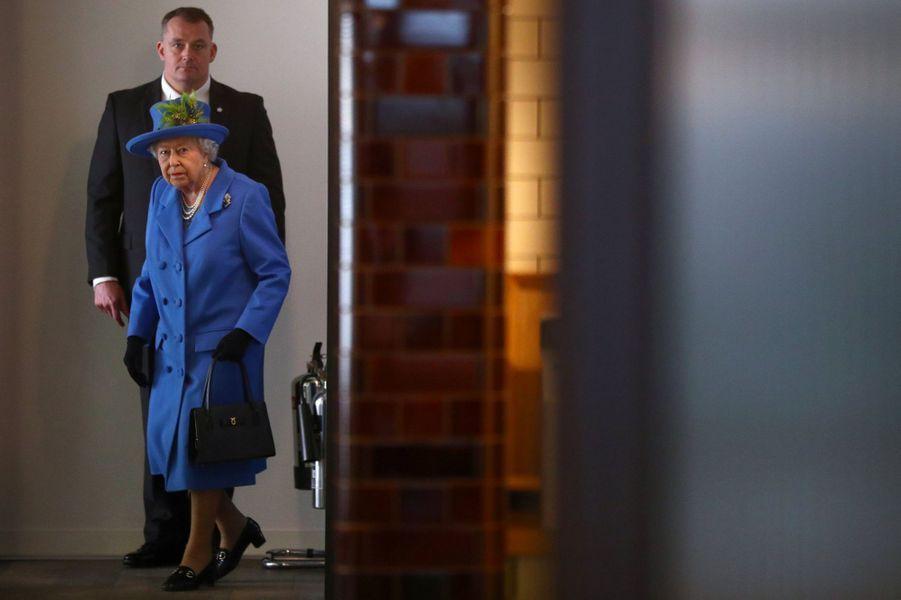 La reine Elizabeth II en visite à la Watergate House à Londres, le 14 février 2019