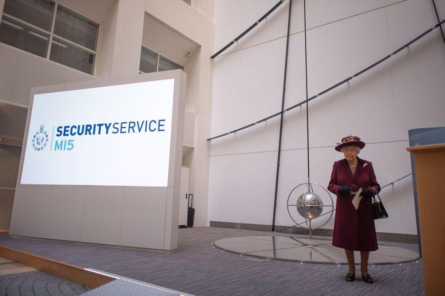 La reine Elizabeth II au siège du MI5 à Londres, le 25 février 2020