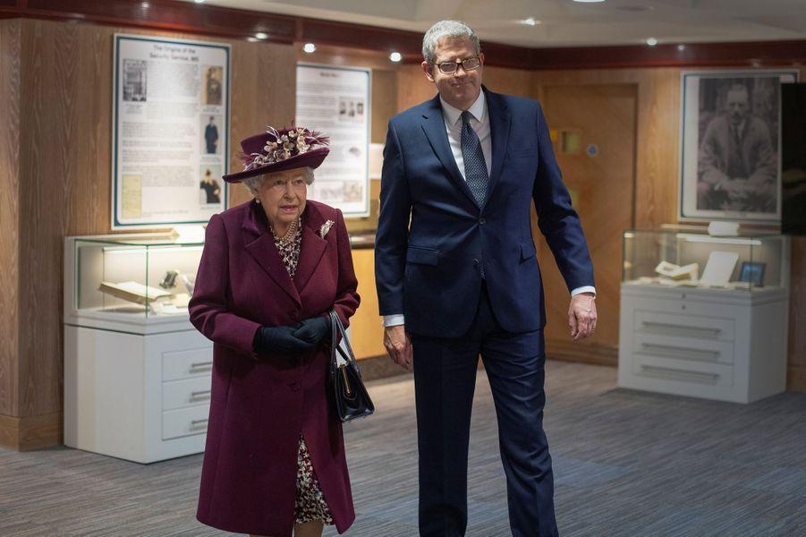 La reine Elizabeth II en visite au siège du MI5 à Londres, le 25 février 2020