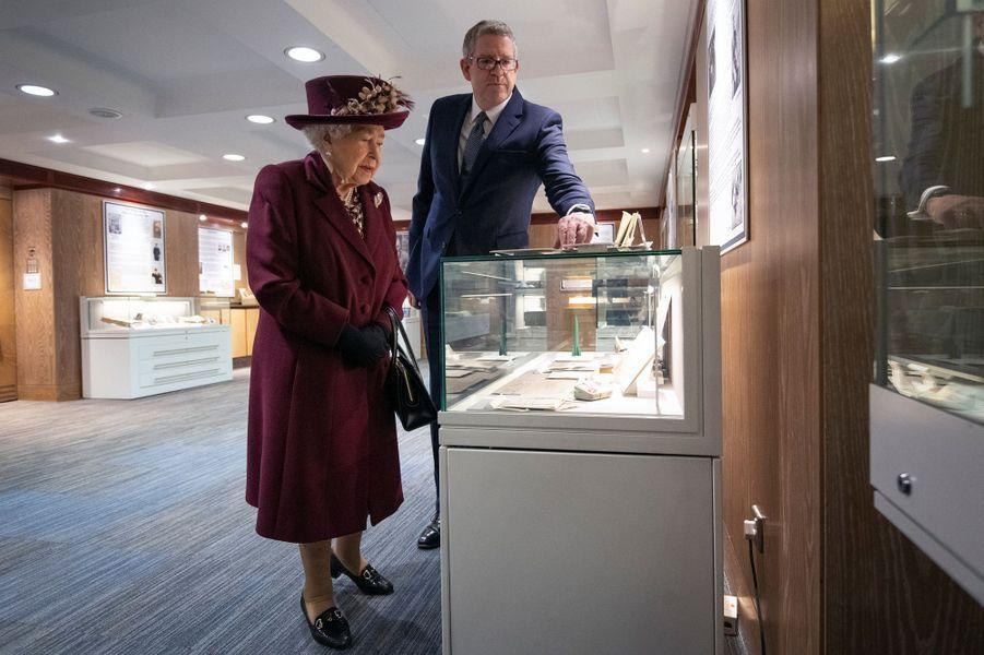 La reine Elizabeth II en visite au siège du MI5, le 25 février 2020 à Londres