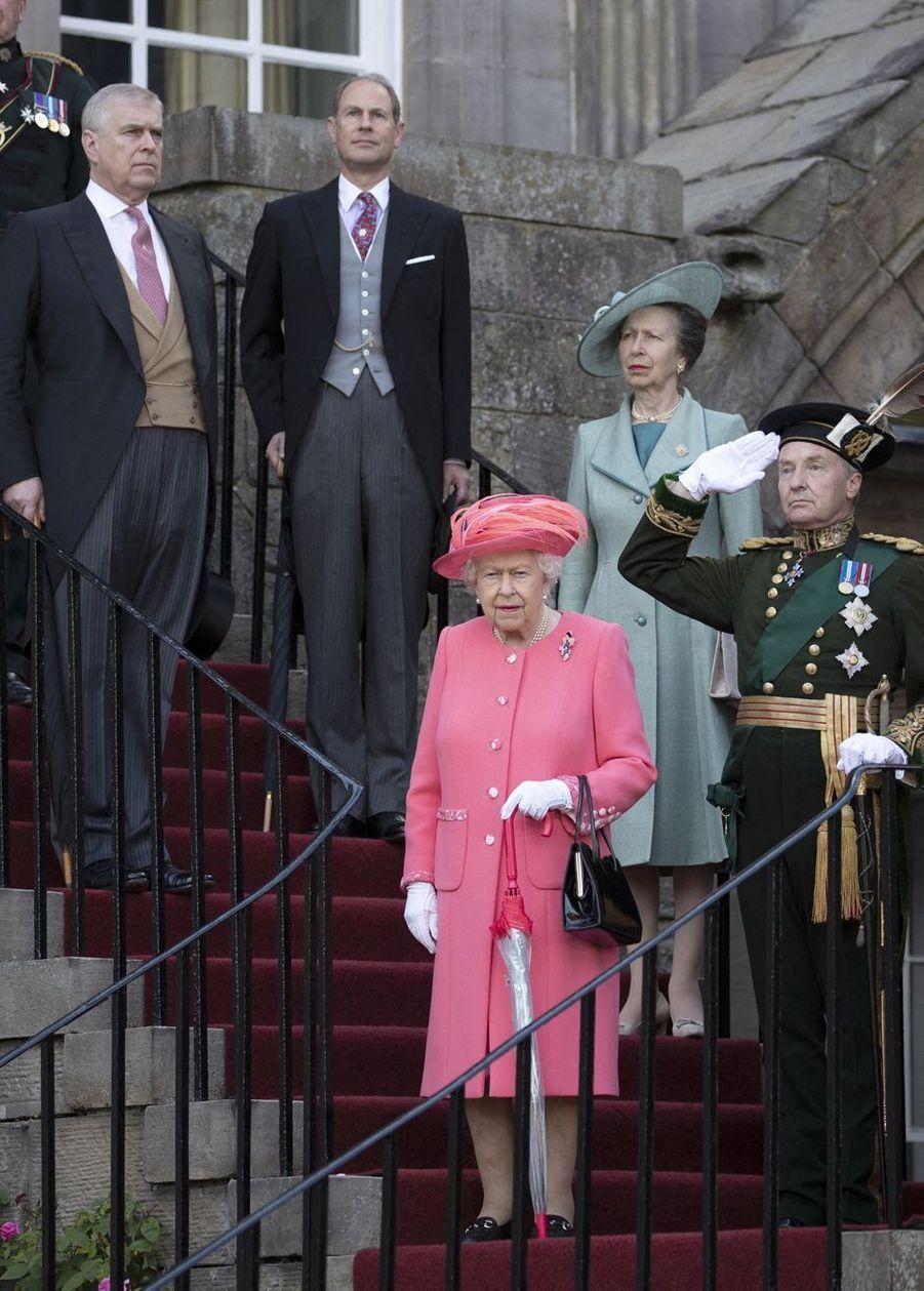 La reine Elizabeth avec la princesse Anne et les princes Andrew et Edward à Edimbourg, le 3 juillet 2019