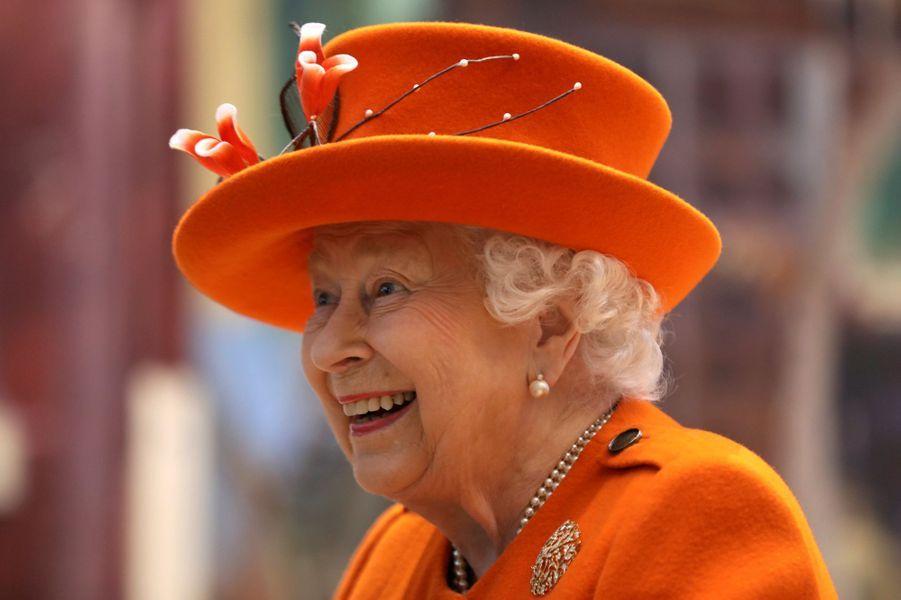 La reine Elizabeth II tout sourire à Londres, le 7 mars 2019