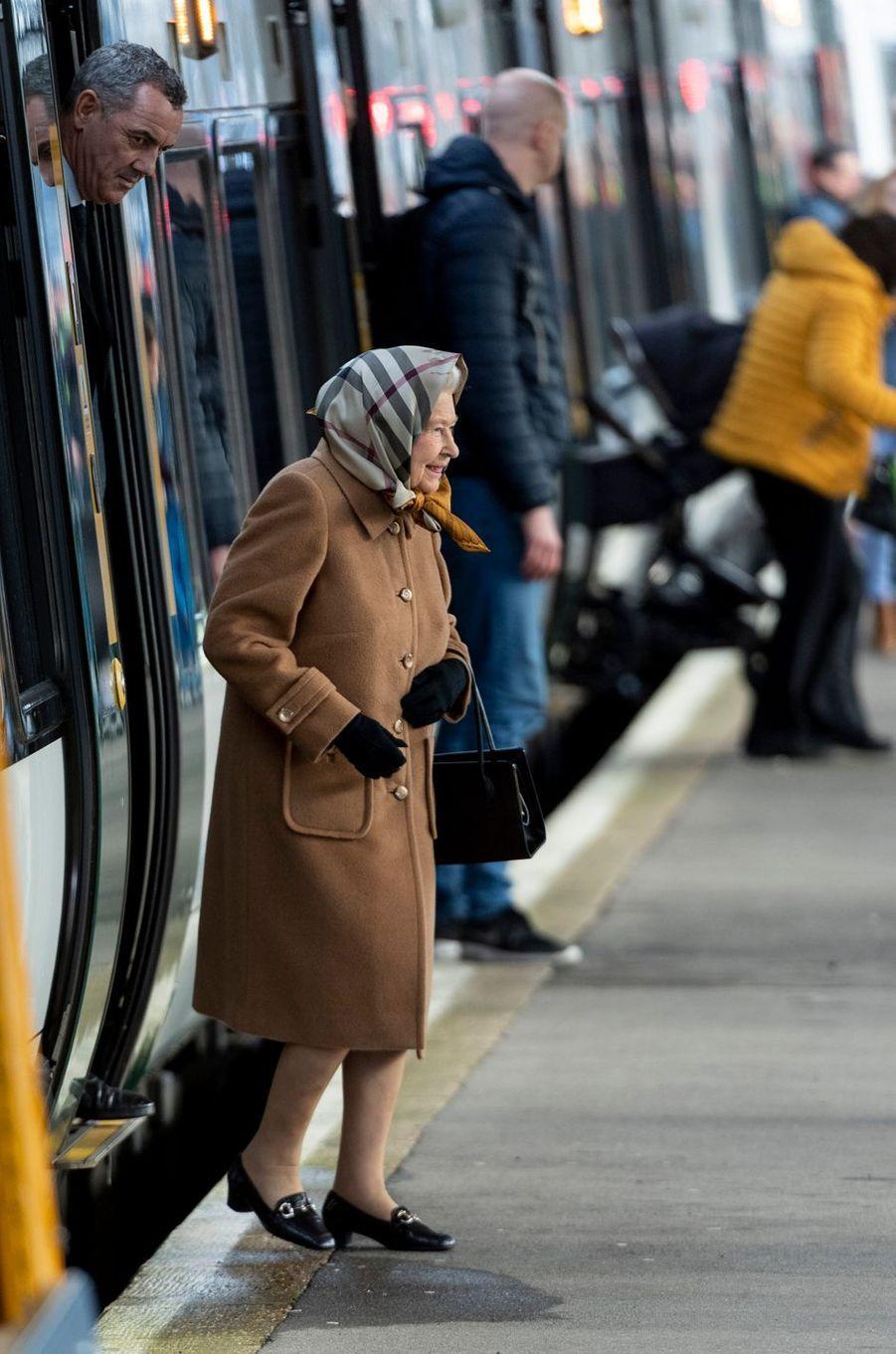La reine Elizabeth II à son arrivée à la gare de King's Lynn, le 20 décembre 2018