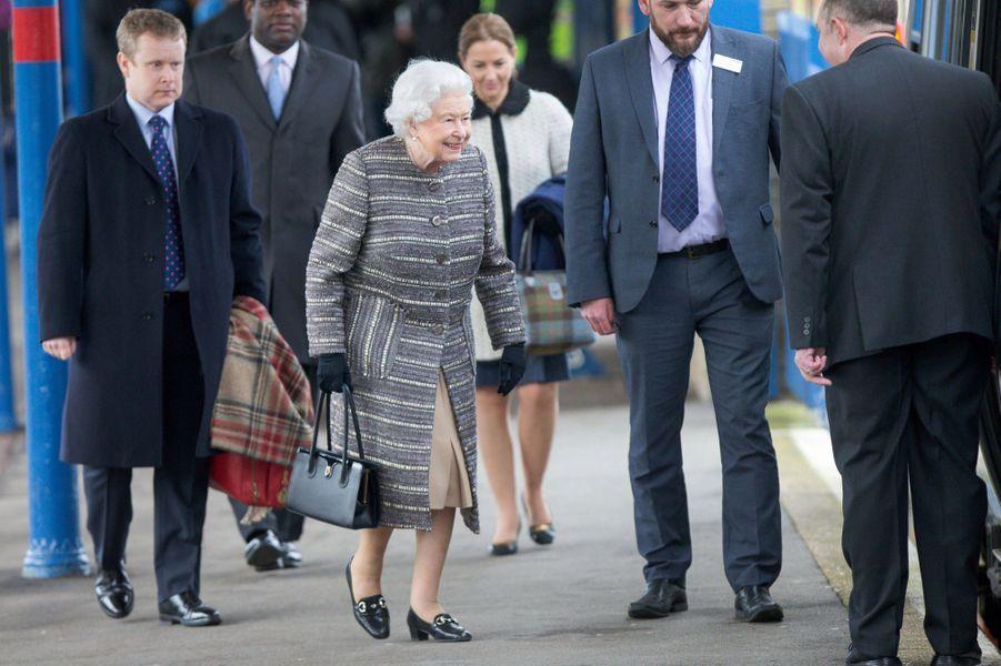 La reine Elizabeth II à la gare de King's Lynn d'où elle rentre à Londres, le 11 février 2019
