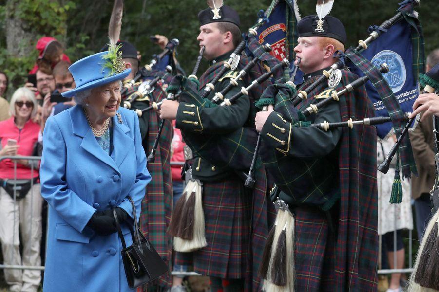 La reine Elizabeth II devant le château de Balmoral, le 6 août 2018