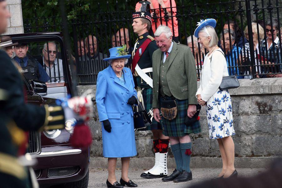 La reine Elizabeth II devant les grilles du château de Balmoral, le 6 août 2018