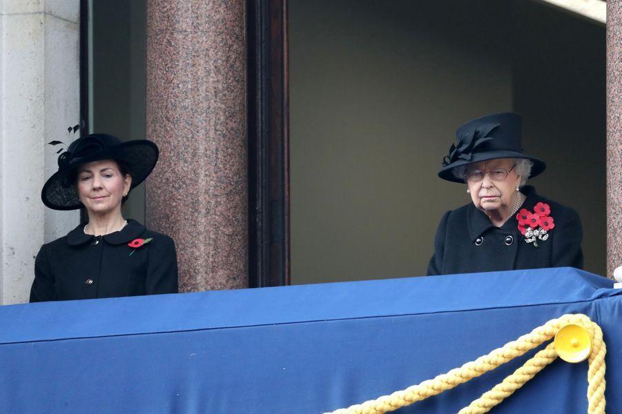 La reine Elizabeth II avec Susan Rhodes à Londres, le 8 novembre 2020