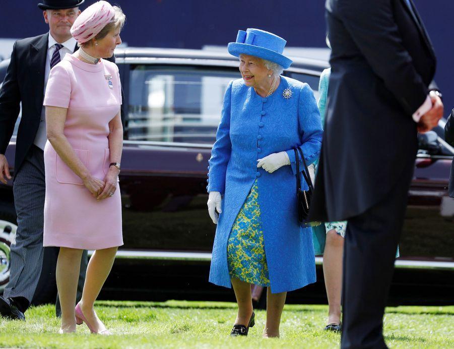 La reine Elizabeth II à son arrivée au Derby d'Epsom, le 1er juin 2019