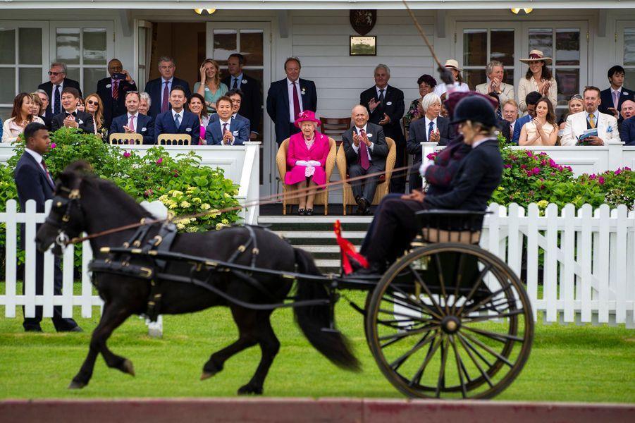 La reine Elizabeth II à la finale de la Royal Windsor Cup à Windsor, le 23 juin 2019