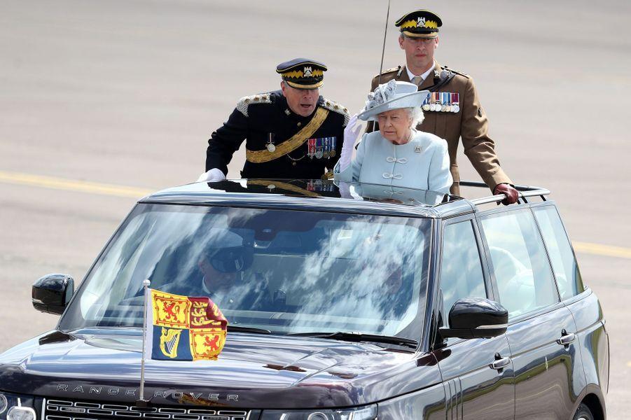 La reine Elizabeth II sur la base militaire de Leuchars à Fife en Ecosse, le 5 juillet 2018