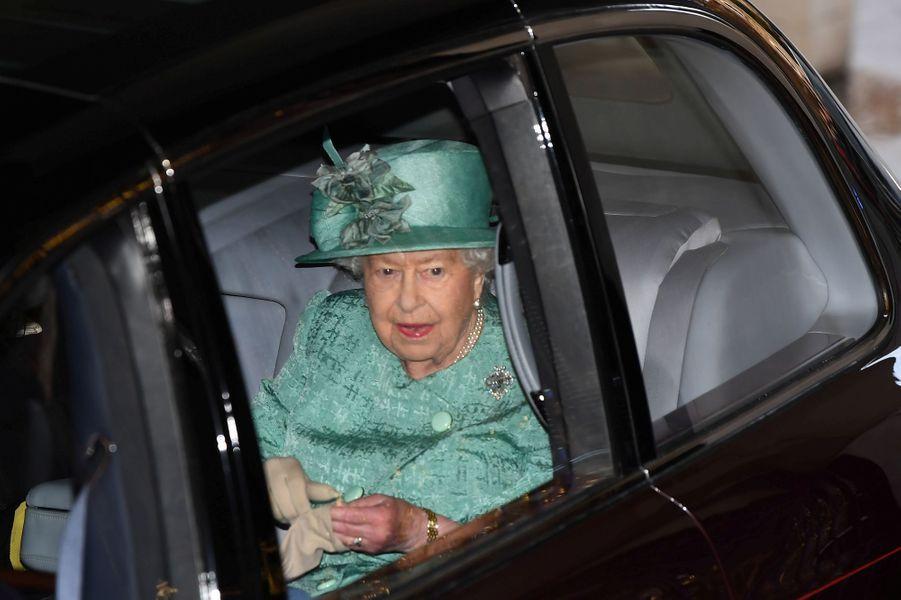 La reine Elizabeth II arrivent dans sa Bentley au Parlement à Londres, le 19 décembre 2019