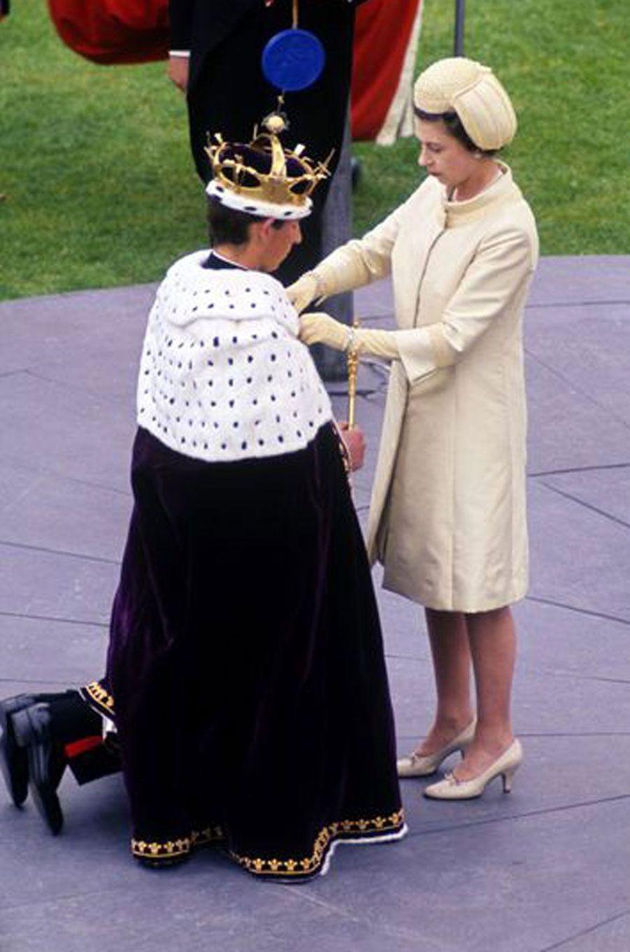 Elizabeth couronne Charles, prince de Galles, le 1er juillet 1969