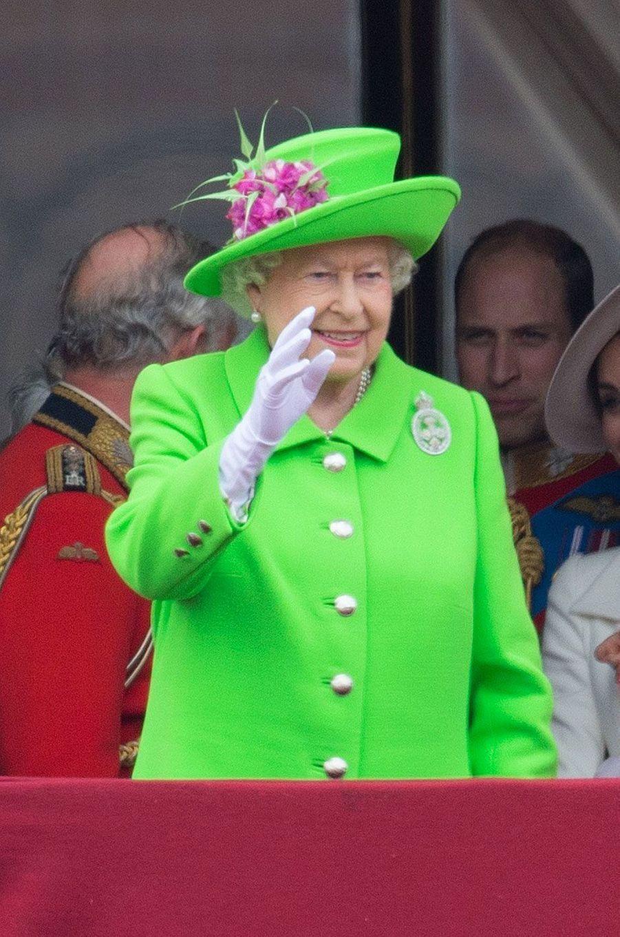 """La reine Elizabeth à l'occasion de la célébration """"Trooping the colours"""" pour ses 90 ans"""