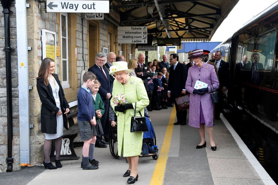 La reine Elizabeth II arrive dans le Somerset, le 28 mars 2019