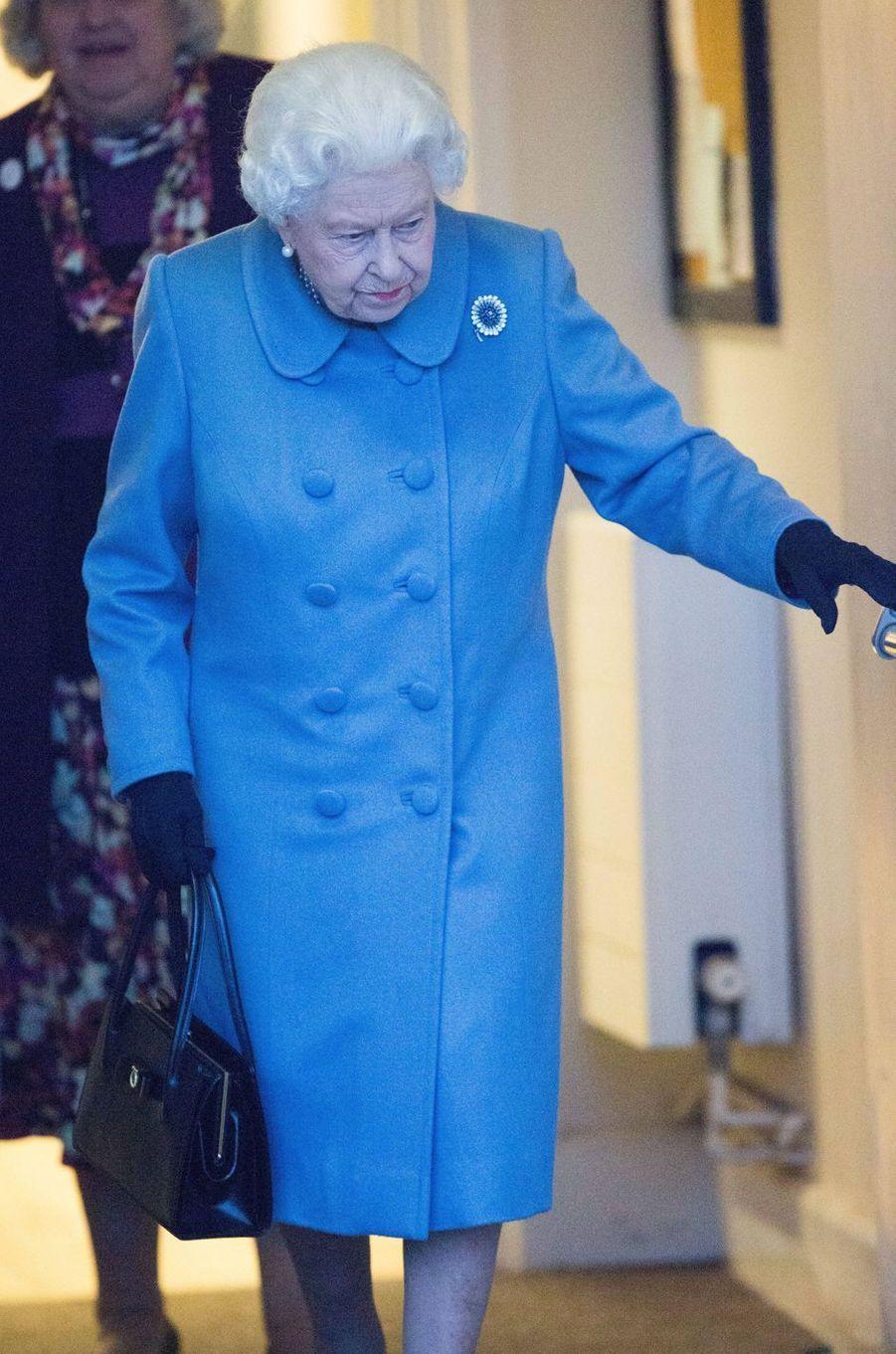 La reine Elizabeth II quitte la réunion de WI à West Newton, le 24 janvier 2019