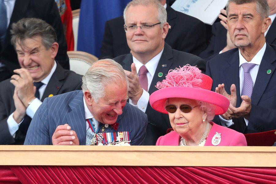 La reine Elizabeth II avec le prince Charles à Portsmouth, le 5 juin 2019
