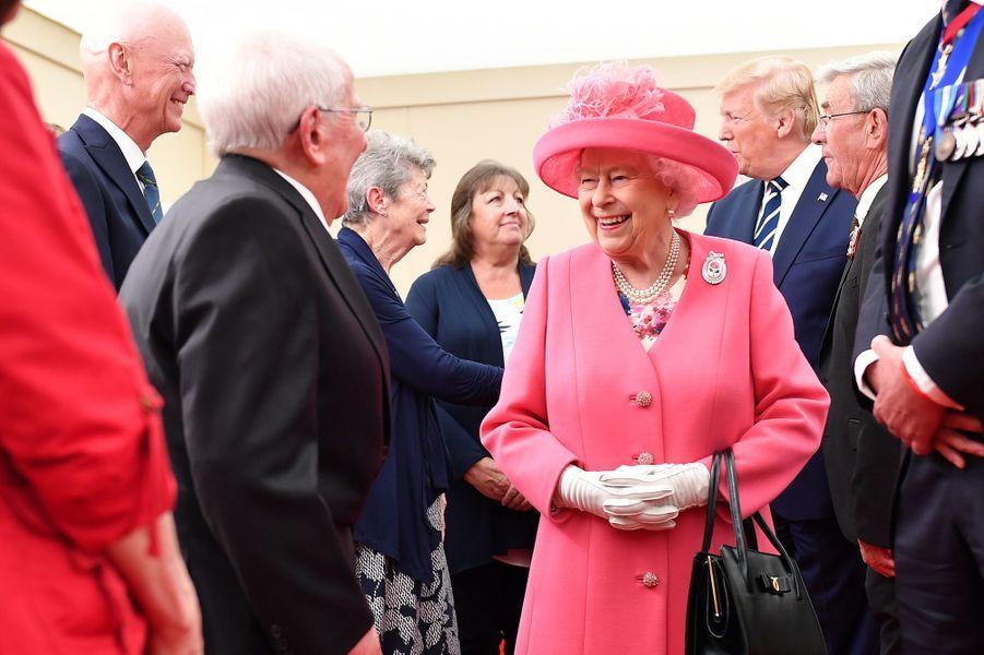 La reine Elizabeth II avec des vétérans du D-Day à Portsmouth, le 5 juin 2019